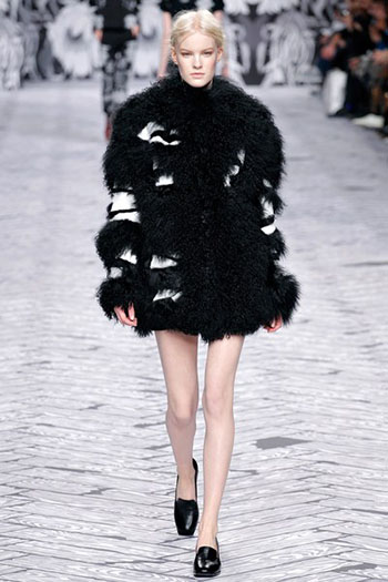 Viktor Rolf Fall Winter Fashion Trends For Women 27