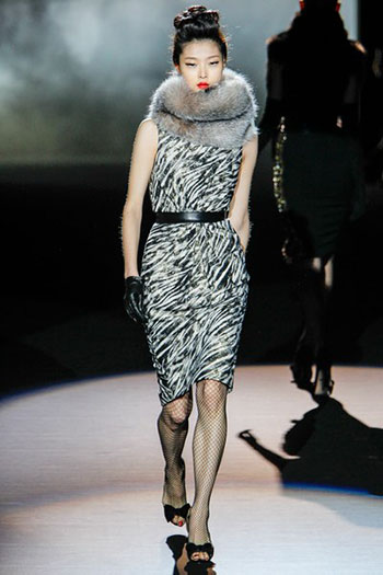 Badgley Mischka Fall Winter Fashion Women Look 4